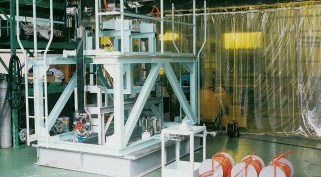 キャスク構内移動用垂直吊具